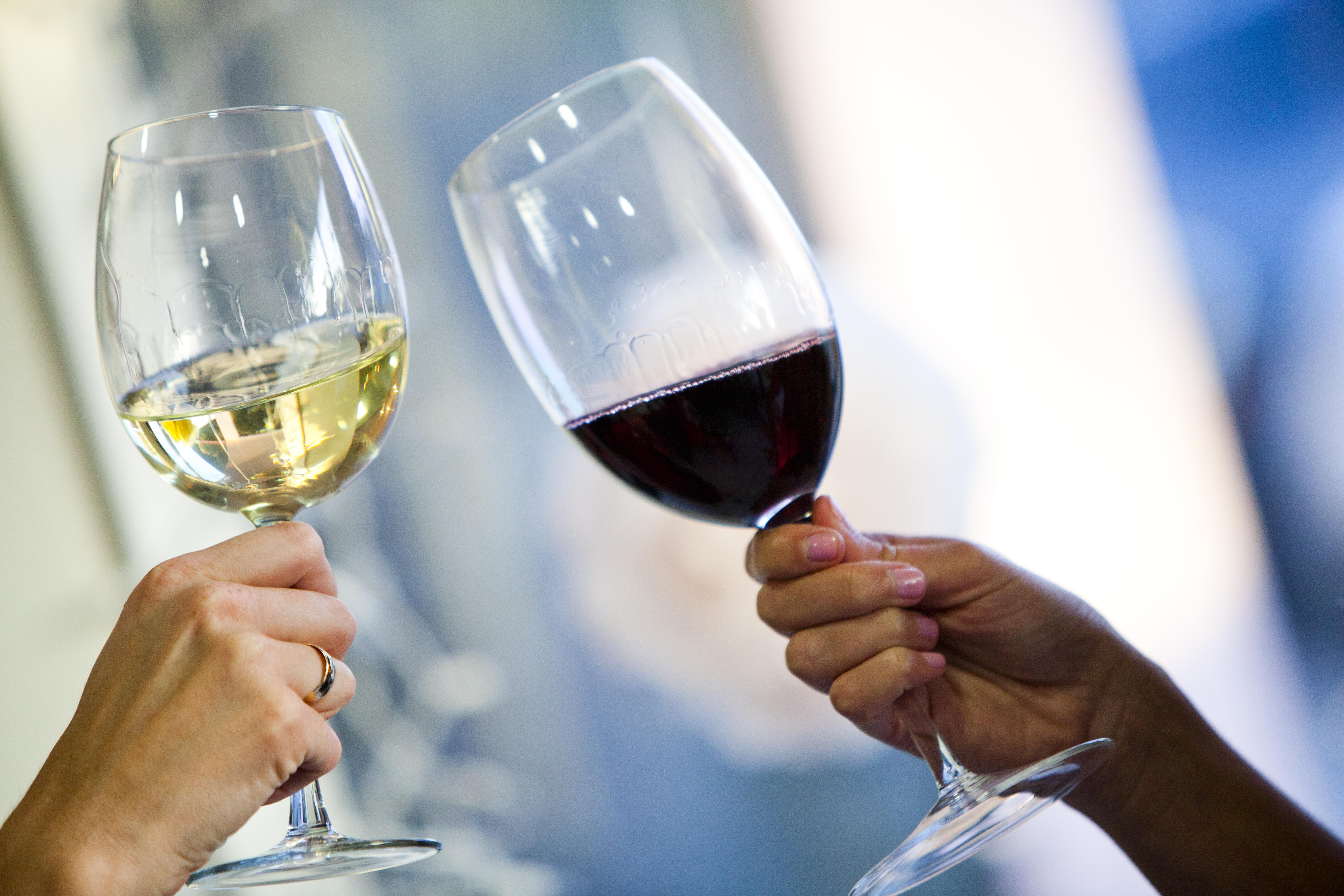 Wine wednesday wine tasting 101 look take a look at what youre about to taste the appearance and color will tell you a lot about a wine intense deep colorparticularly in a red solutioingenieria Images